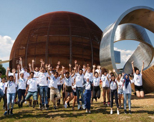 Лятната студентска онлайн програма за 2021 г. на CERN